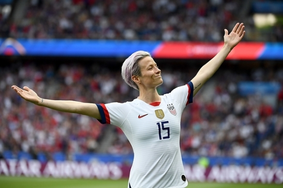 megan-rapinoe-scored-at-the-world-cup-and-the-pho-2-2733-1561948582-1_dblbig.jpg